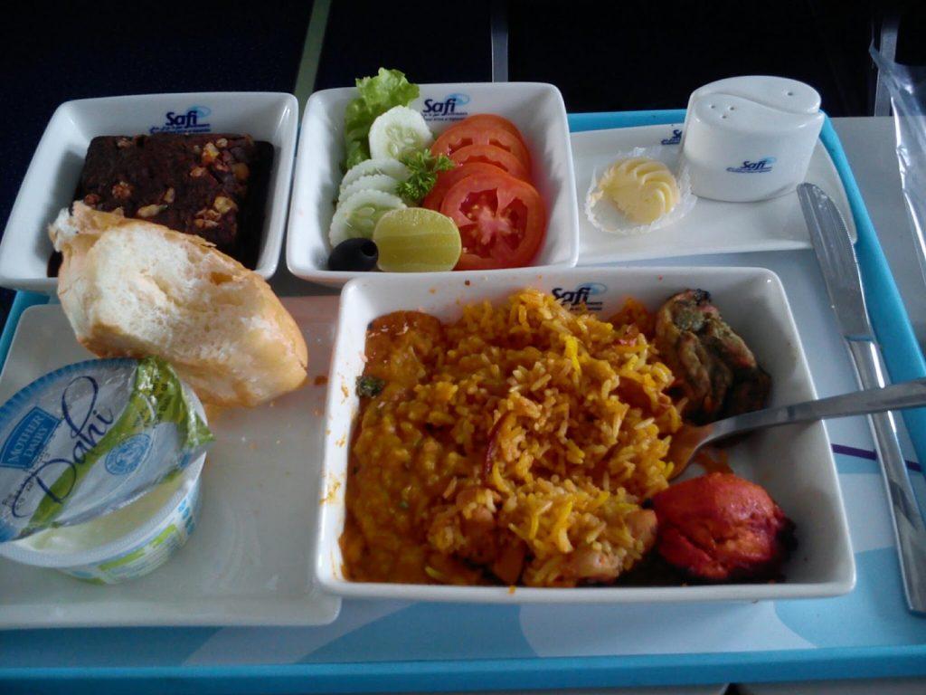 Jedzenie w klasie biznesowej w Safi Airways