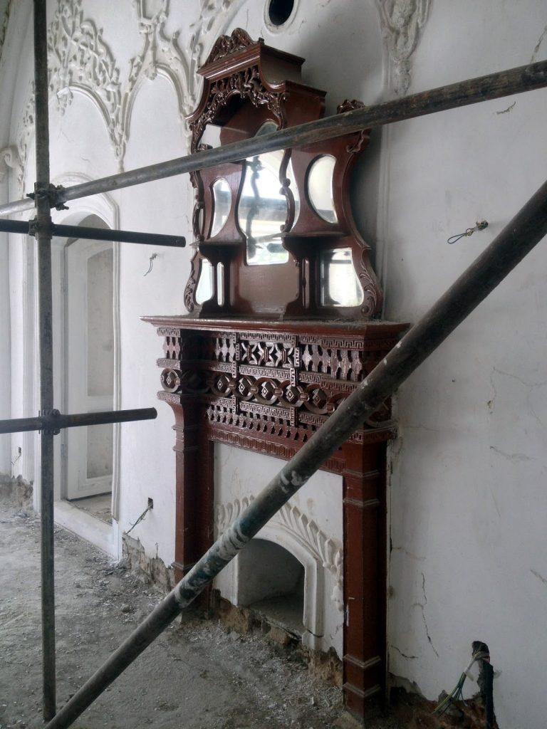 Kominek w pałacyku Baghe Bala w Kabulu w Afganistanie