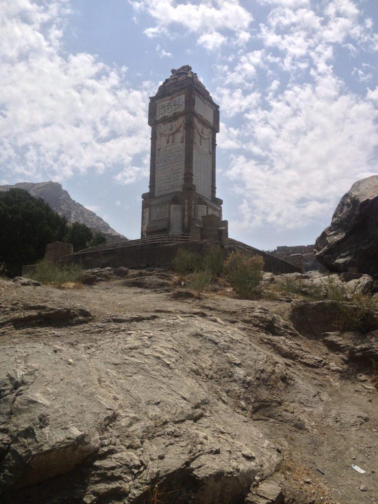 Obelisk który znajduje się tuż obok Kabulskiego Zoo