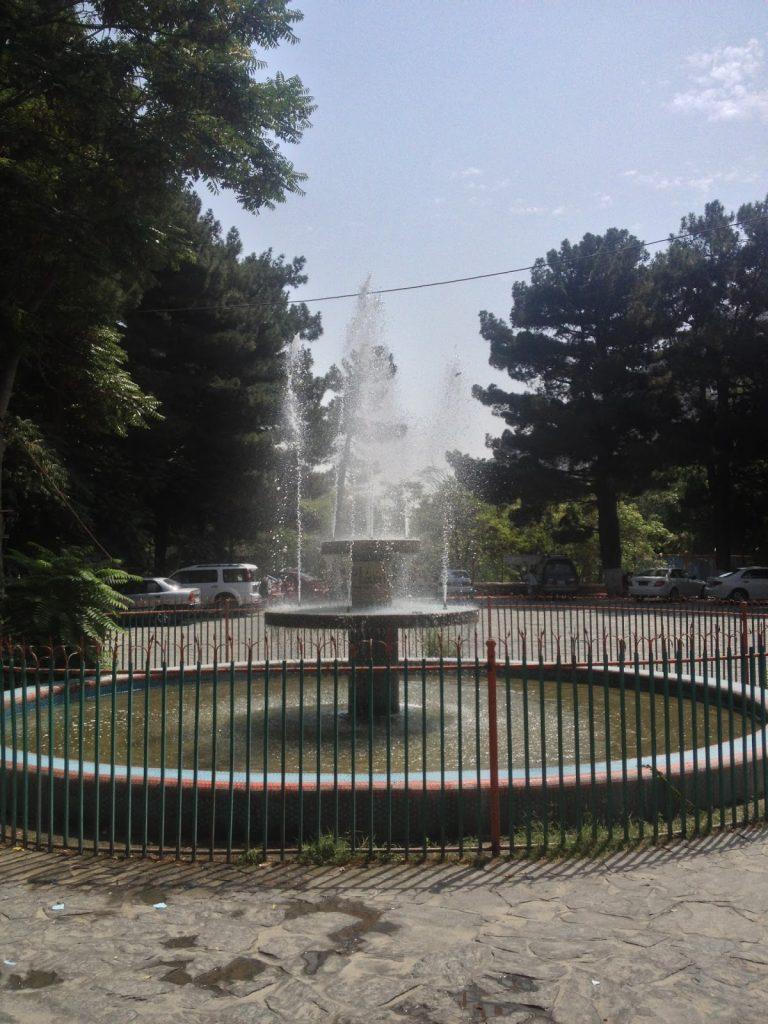 Zoo w Kabulu - fontanna na wejściu