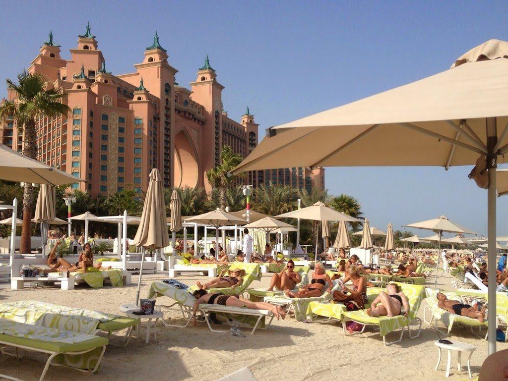 The Atlantis Dubai - widok z hotelowej plaży