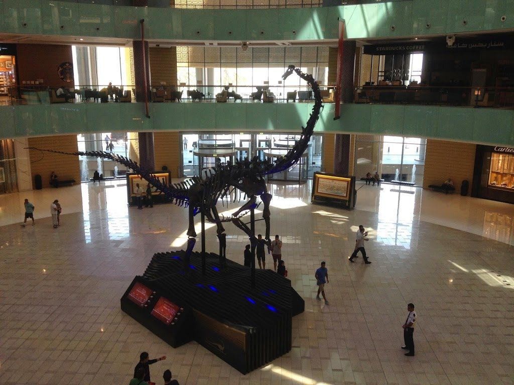 Dinozaur w hallu Mall of Dubai