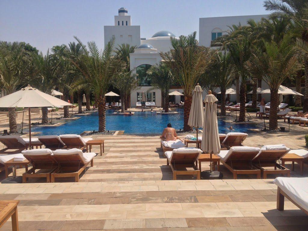 Basen hotelu Hyatt w Dubaju przypomina zapomniana wioskę
