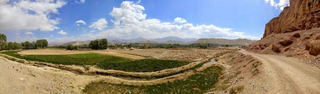 Panorama z widokiem głównej doliny miasta Bamyan w Afganistanie