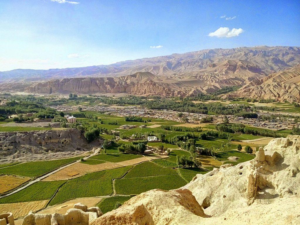 Widok na dolinę Bamyan ze szczytu miasta krzyków
