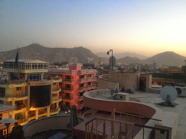 Widok na kabul o zachodzie słońca