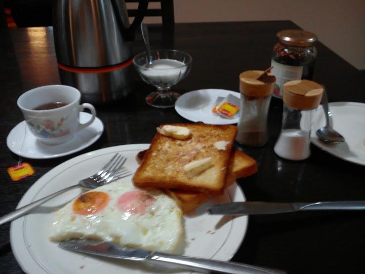 Standardowe śniadanie które dostawałem w Kabulu