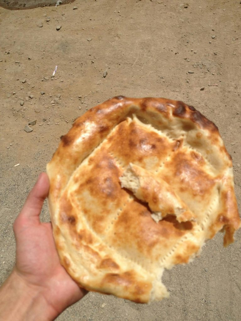 Piękny Afgański, świeżo wypieczony chleb