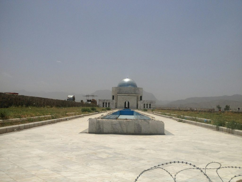 Fontanna przed grobowcem Mohammada Nader Szaha