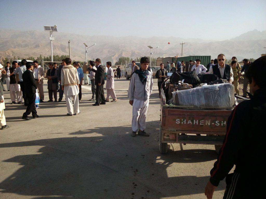 Odbiór bagaży na lotnisku w Bamyan