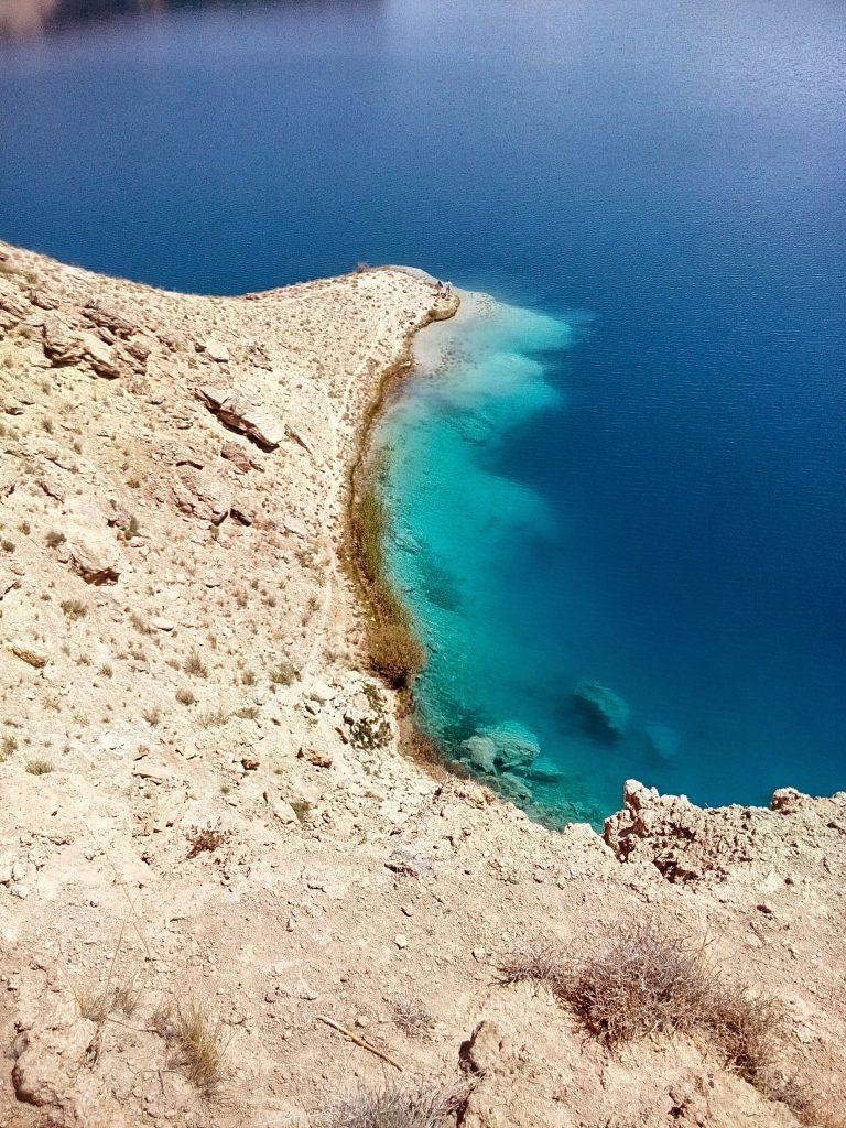 Głębokość jeziora tuż przy brzegu