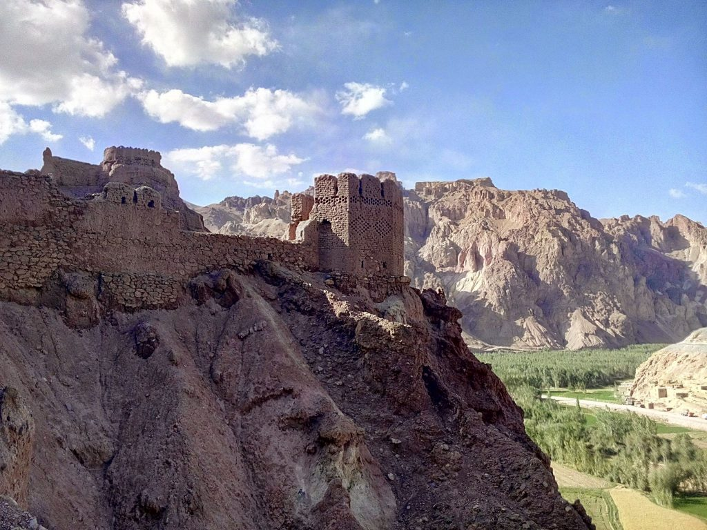 Pozostałości po czerwonym mieście, fortecy obronnej datowanej na XV wiek.