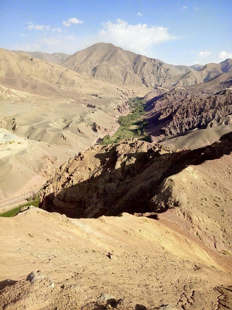 Widok na wąwóz prowadzący do doliny Bamyan