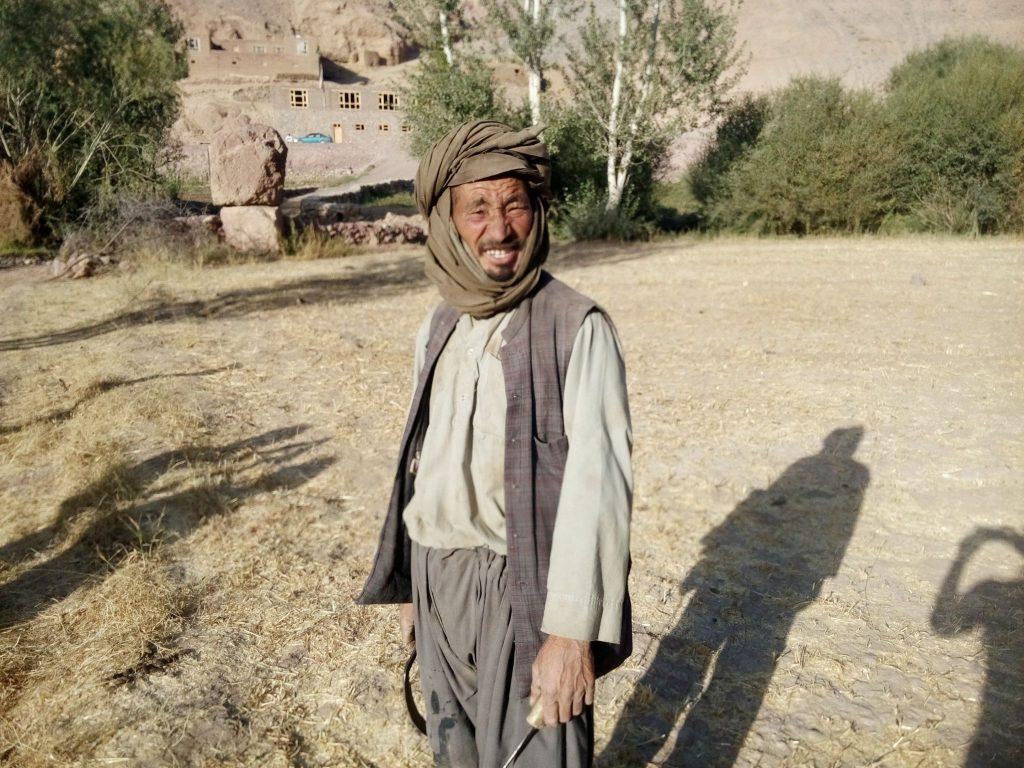 Rolnik był w czasie ostrzenia sierpa gdy chciałem mu zrobić zdjęcie