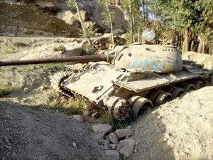 Radziecki czołg na trasie pomiędzy czerwonym miastem a Bamyan