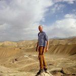 Borys Specjalski na tle smoczej doliny w Bamyan w Afganistanie