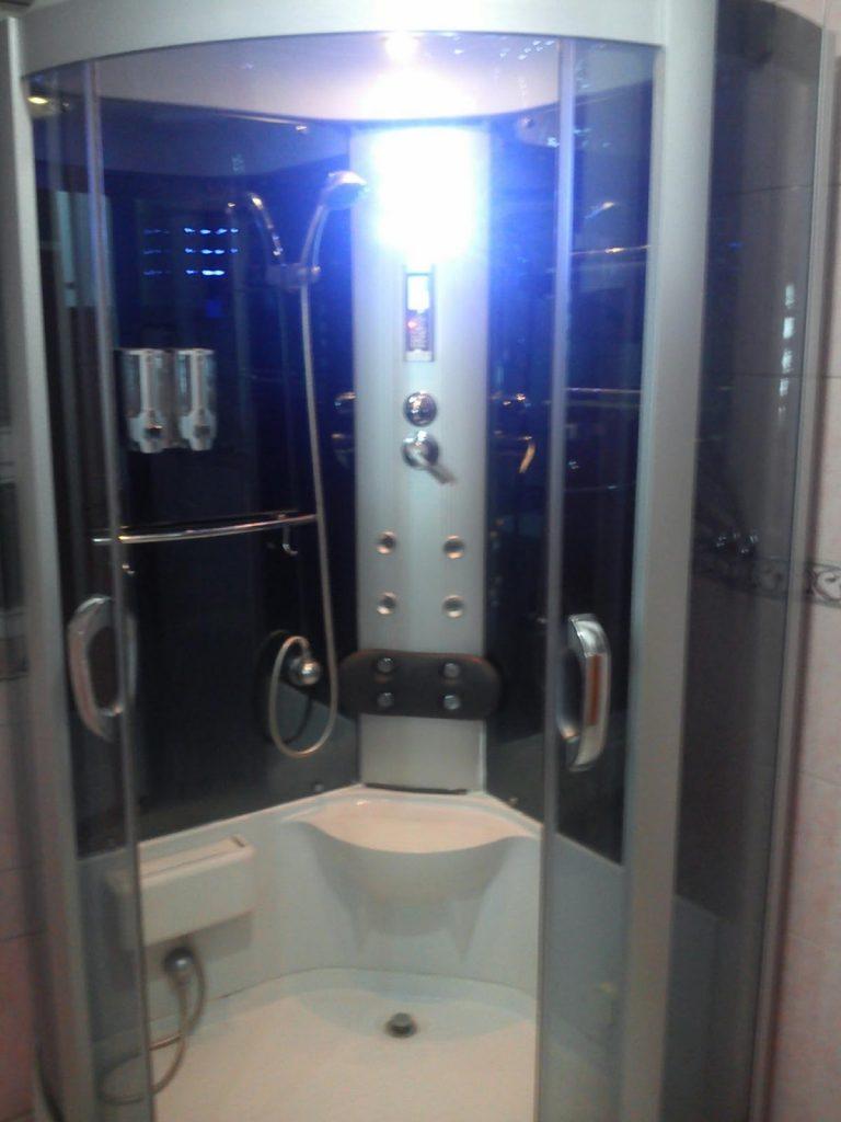 Multimedialna kabina prysznicowa w Kabulu