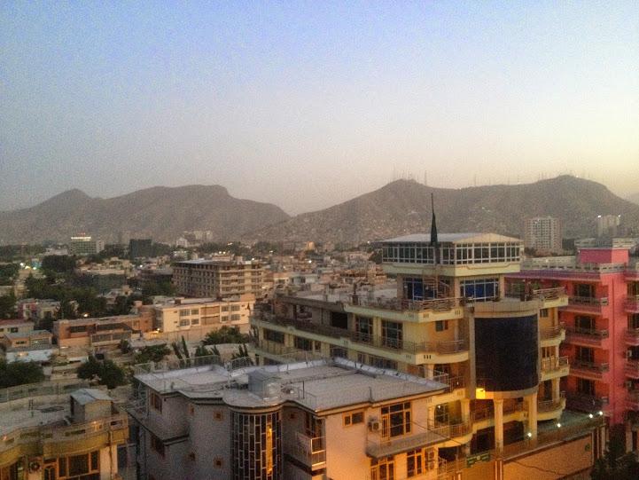 Kabul o zachodzie słońca, widok na dzielnicę Wazir Akbar Khan