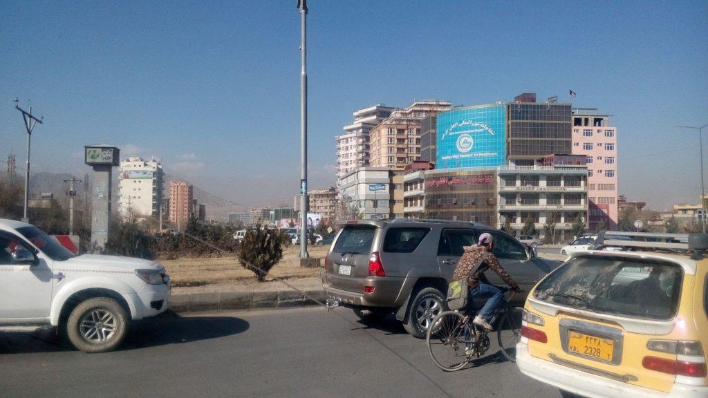 Ulica w Kabulu z mieszaną zabudową