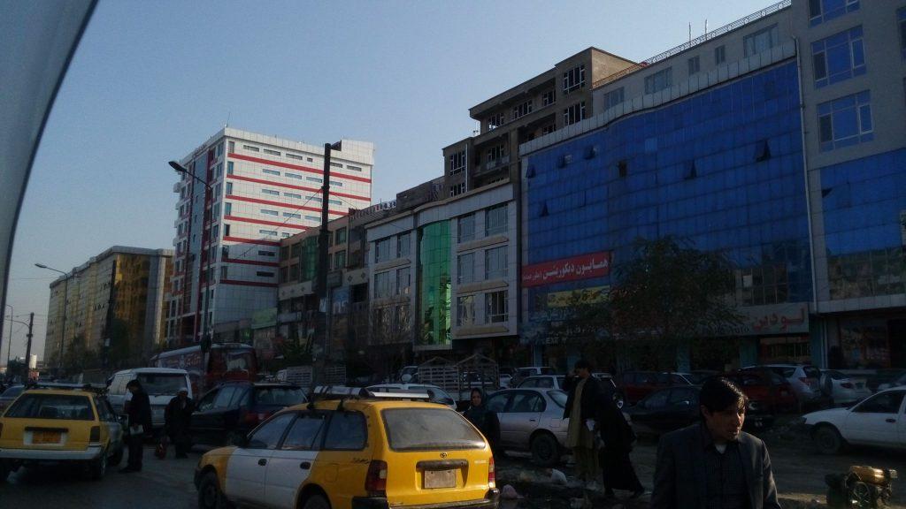 Kabul ma też swoją bardziej nowoczesną odsłonę, niestety szyby często tłuką się przy okazji wybuchów