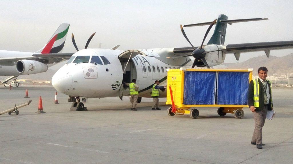Samolot Pakistan International Airlines na lotnisku w Kabulu