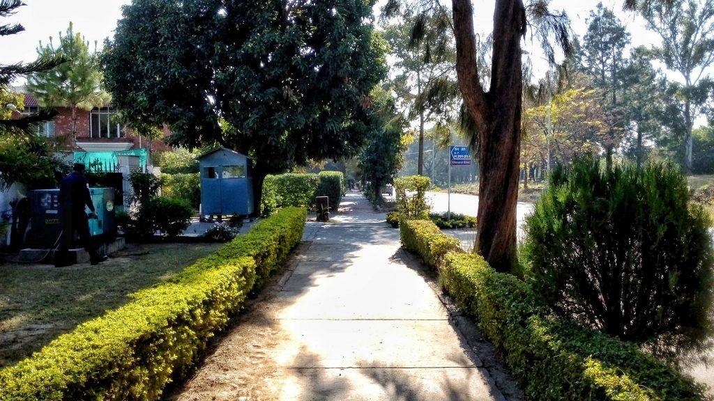 Jedna z wielu małych lokalnych ulic