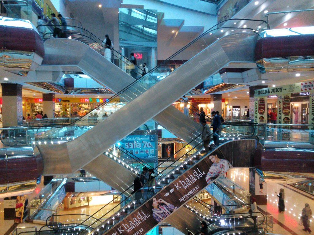 Wnętrze centrum handlowego Centaurus w Islamabadzie