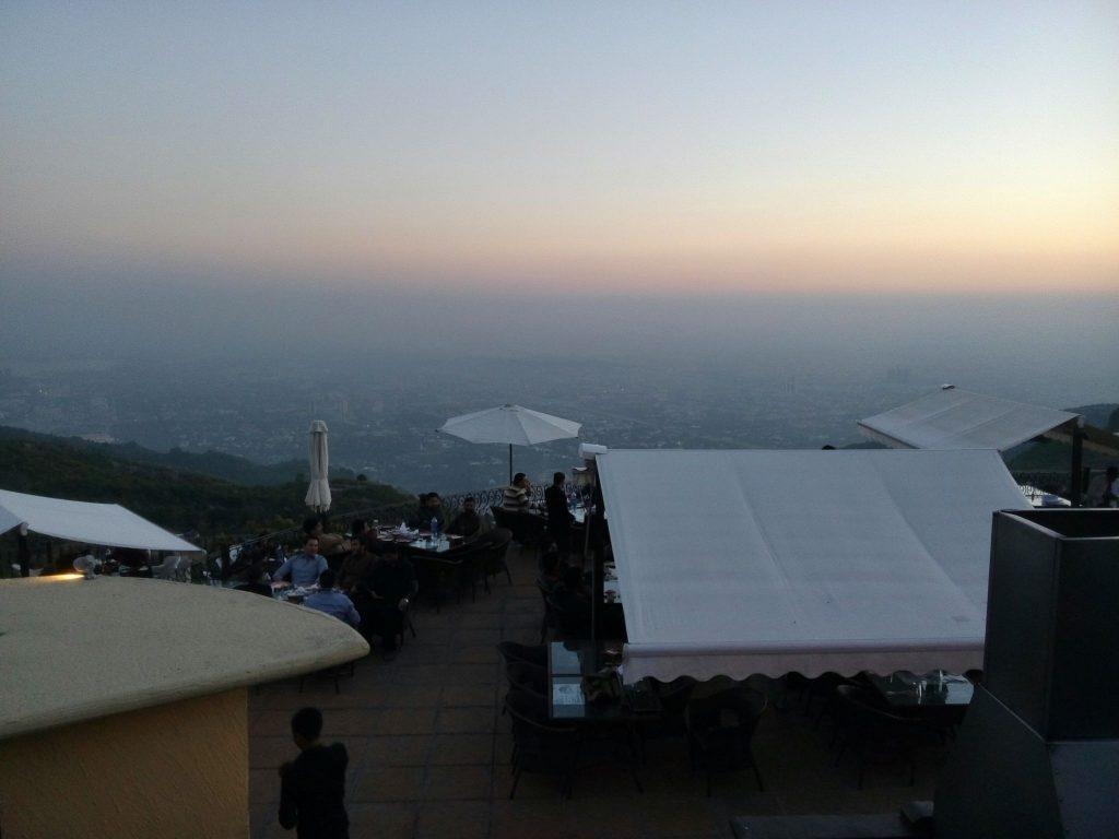 Islamabad słońca widziany z restauracji Munal