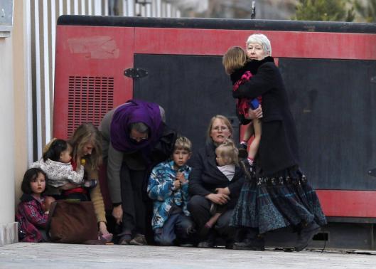 Dzieci i dorośli ewakuowani podczas ataku