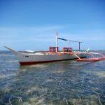 Rybacka łódka w pobliżu General Luna na wyspie Siargao na Filipinach