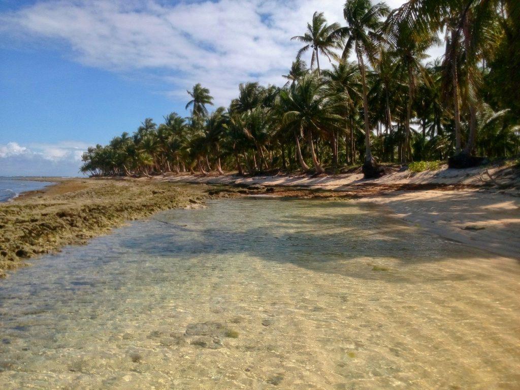 Większość plaż na wyspie jest mocno kamienista