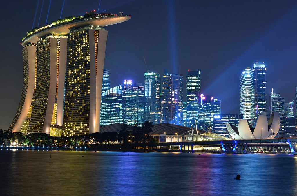 Marina Bay, Singapur. Widok na miasto nocą