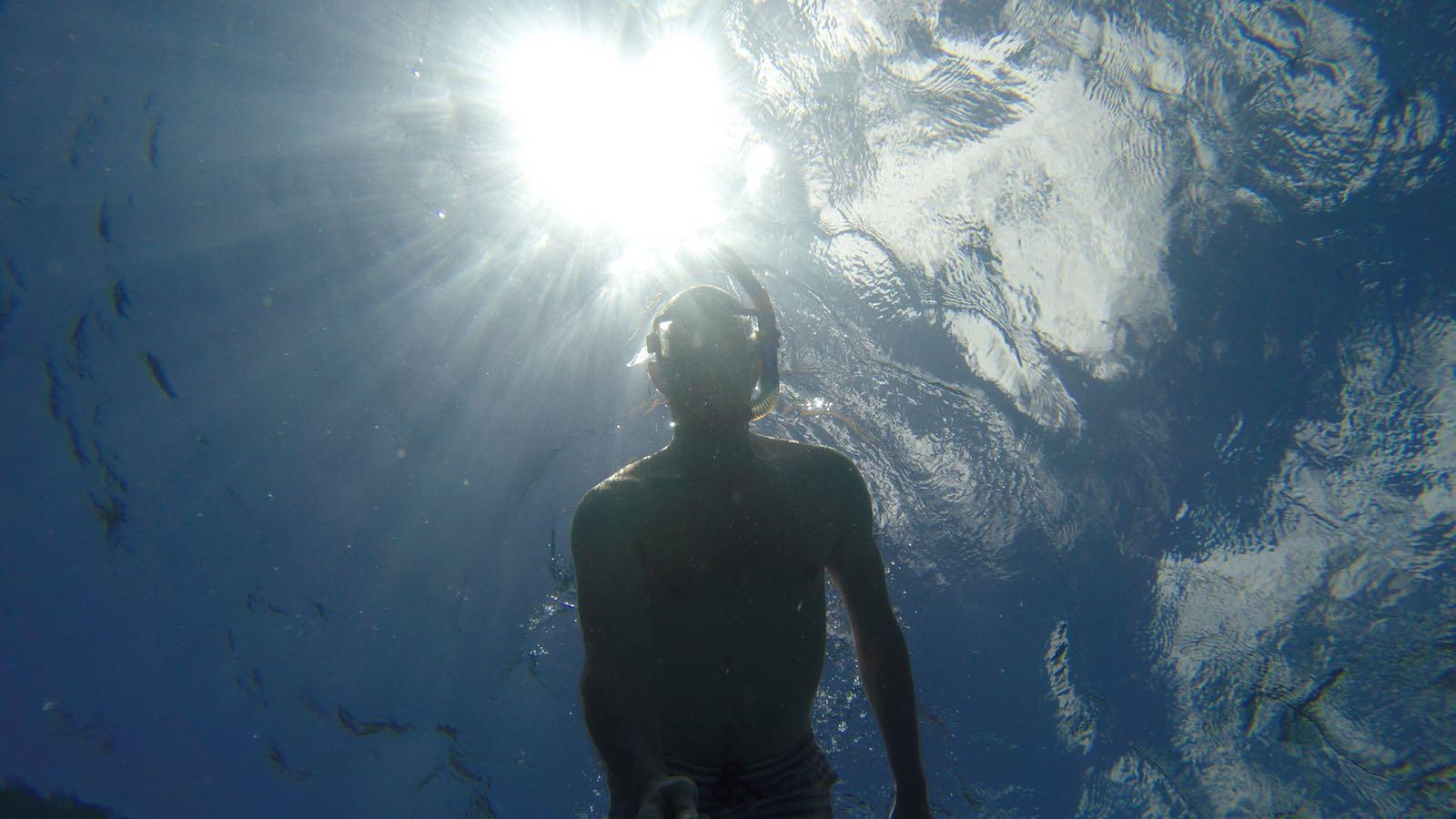Autor bloga podczas snorkelingu (jest jakiś polski wyraz na to?)