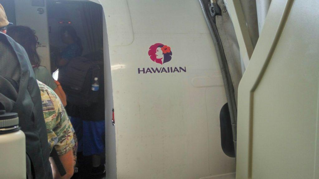 Lot z liniami Hawaiian był trochę upierdliwy przez ilość reklam i sprzedaży na pokładzie