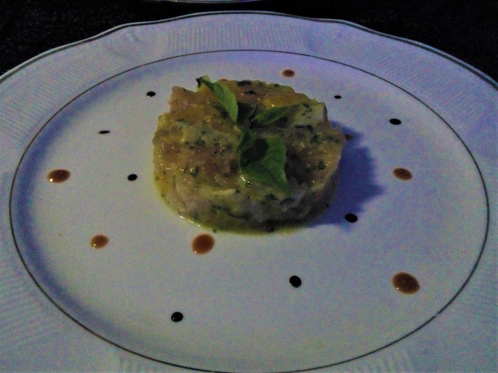 Mokai - restauracja uraczyła mnie takim tatarem z ryby który był dosłownie niesamowity