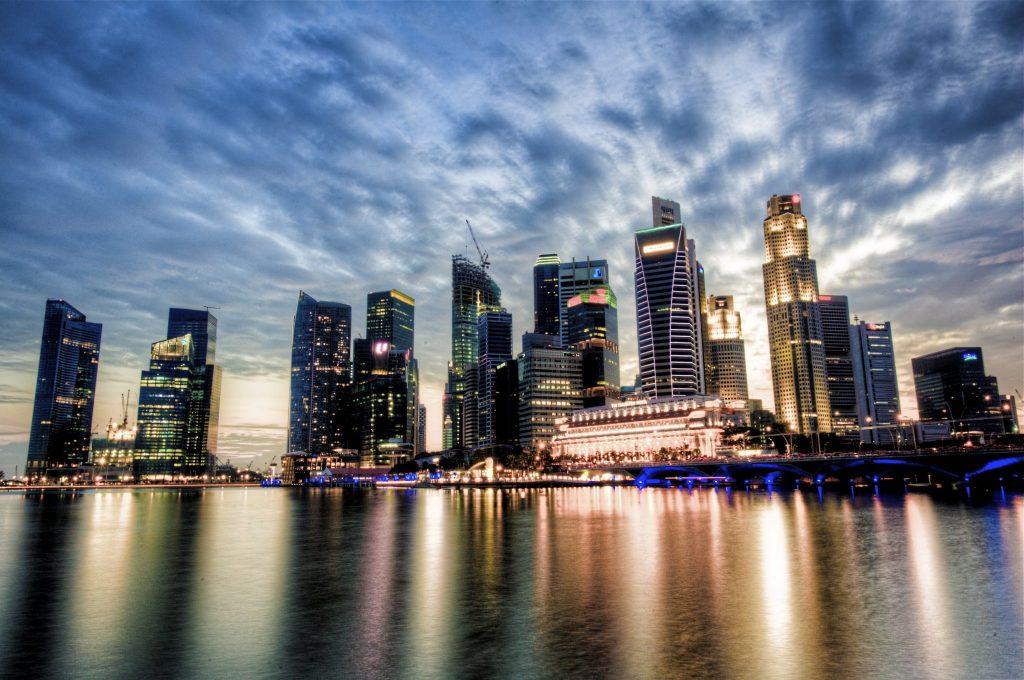 Widok na skyline Singapuru o zmierzchu
