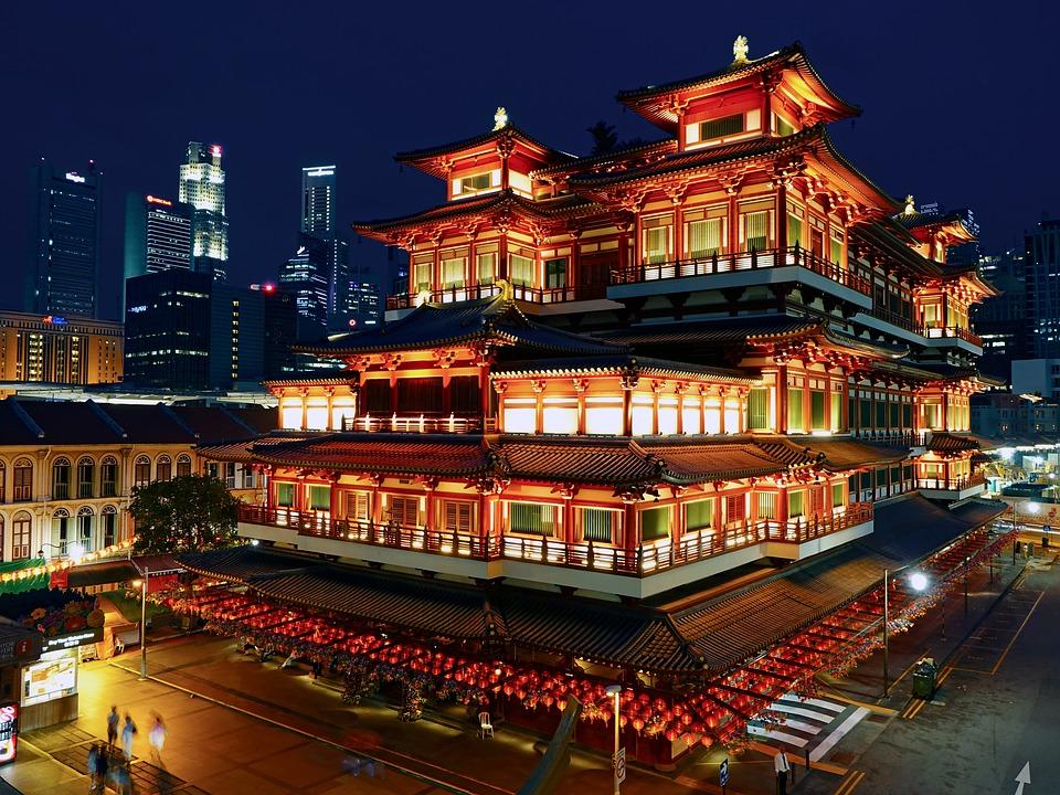 Świątynia Złotego Zęba Buddy w Singapurze. Numer 4 na liście 5 największych atrakcji turystycznych Singapuru.