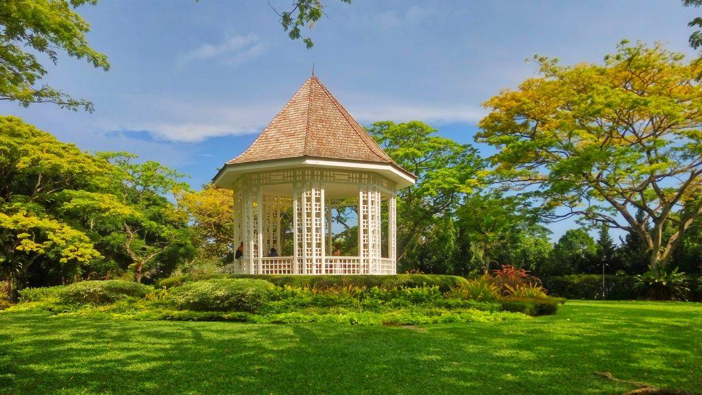 Altana w samym centrum parku - popularne miejsce na sesje ślubne
