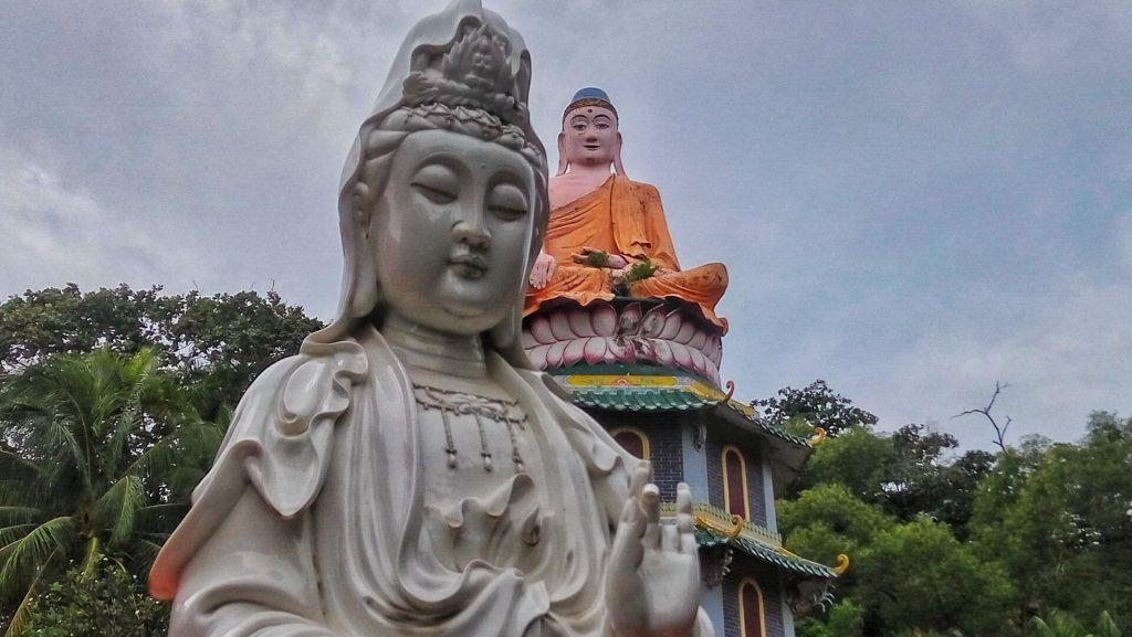 Dwa posągi w Haw Par Villa w Singapurze