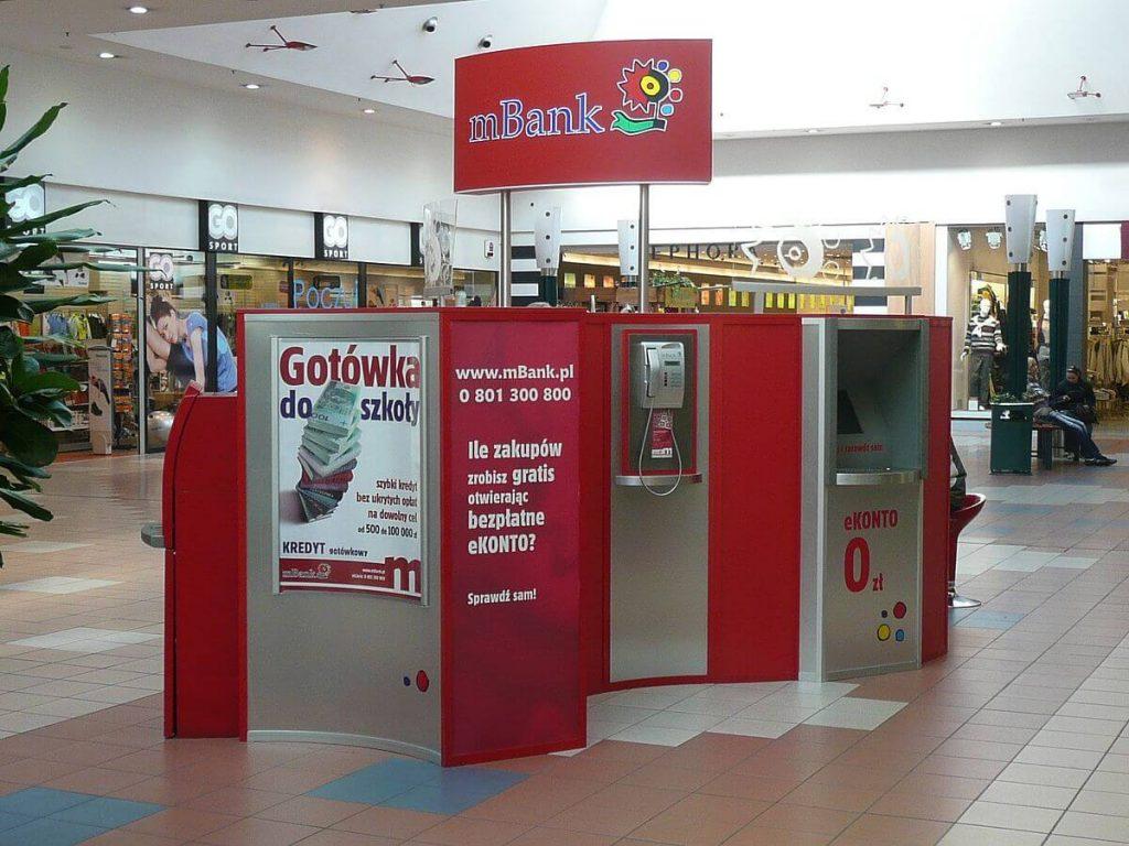 Kiosk Polskiego banku mBank oddział w Bydgoszczy. Polska bankowość to duży plus.