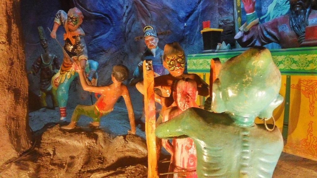 Scena przedstawiająca demony dręczące ludzie w piekle