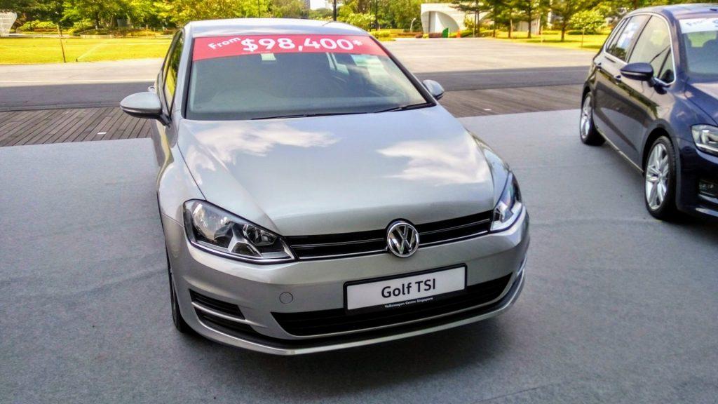 Volkswagen golf - najtańszy samochód w ofercie kosztuje prawie 100 tysięcy dolarów