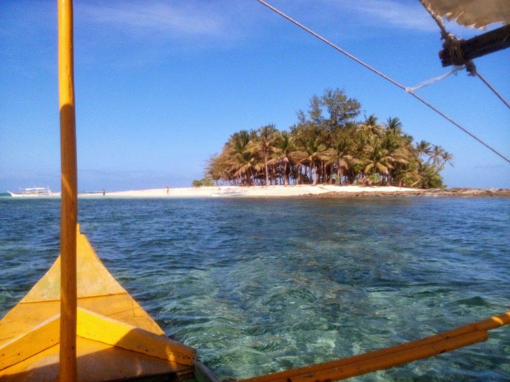 Większa z wysp odwiedzanych podczas island hopping