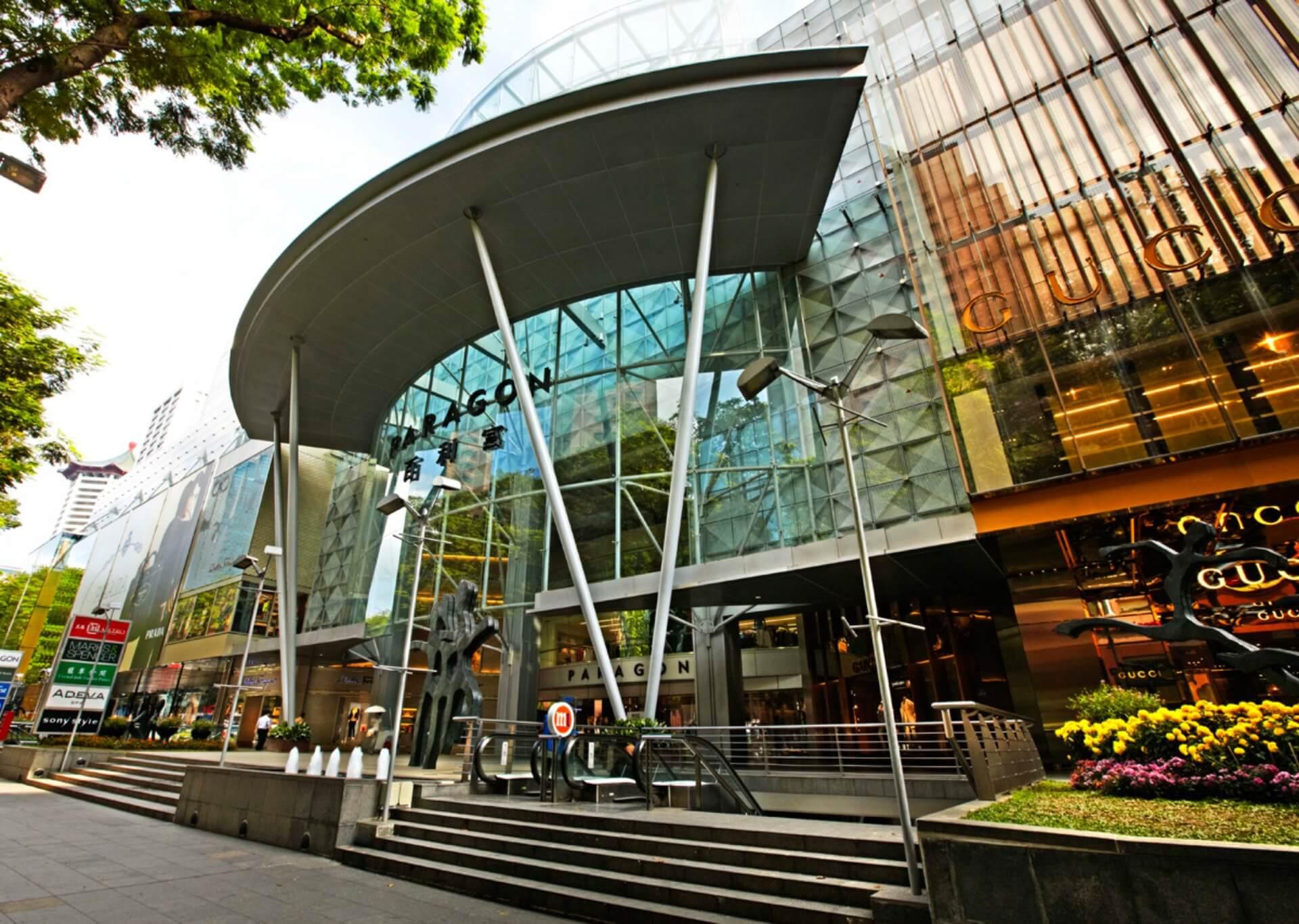 Centrum handlowe Paragon przy ulicy Orchard czyli najdroższej ulicy handlowej w Singapurze i jeden z najdroższych na świecie.