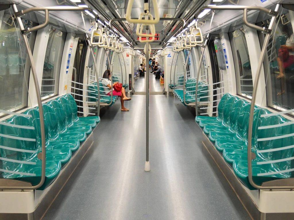 Metro w Singapurze jest czyste, przestronne i w większości niezbyt zatłoczone