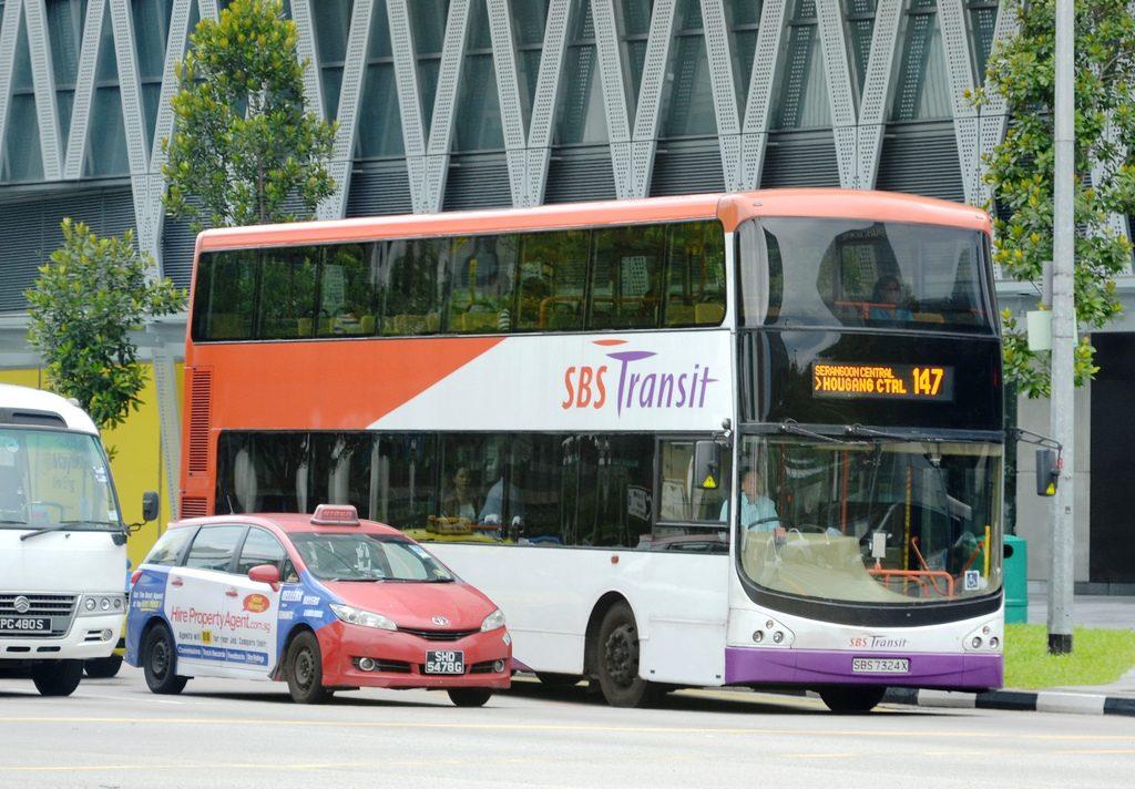 Piętrowy autobus linii 147 w Singapurze