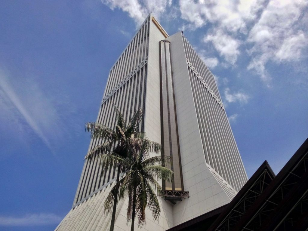 Siedziba Banku Maybank, największego banku Malezji w Kuala Lumpur