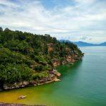 Skaliste wybrzeże w Parku Narodowym Bako na Borneo