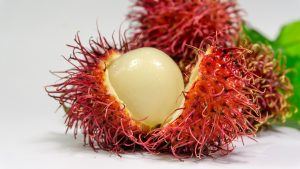 Tak wygląda rambutan w środku. Owoce Azji potrafią zaskoczyć swoim wyglądem.