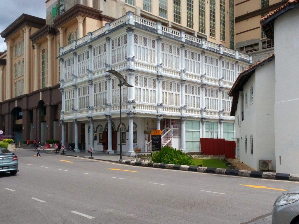 Zabudowa kolonialna w Kuching na Borneo